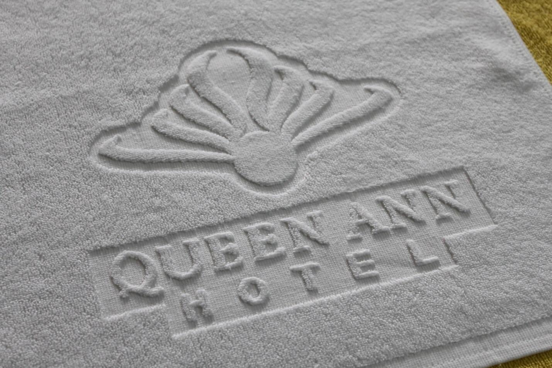 Dệt logo khăn bông Queen ANN Hotel